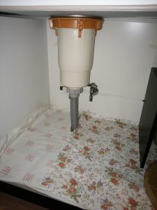 札幌市南区 排水管の高圧洗浄 台所収納内