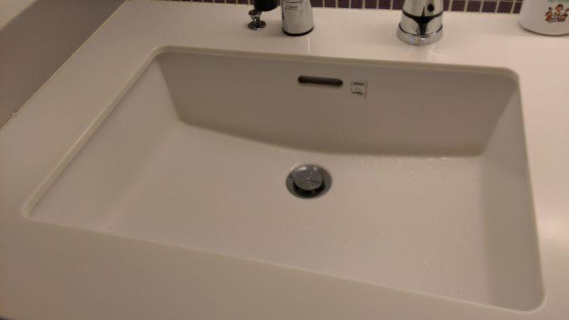 札幌市 中央区 洗面台 目地 コーキング 補修 |覗くと見える困ったアレです