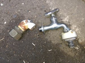 札幌市 白石区 菊水上町 屋外 散水栓 蛇口が取れた 蛇口は再利用