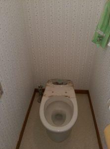 江別市新栄台 トイレ 水漏れ 修理 一回のトイレの機能部を取り外し