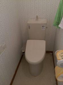 江別市新栄台 トイレ 水漏れ 修理 便座とタンクを据え付け完了