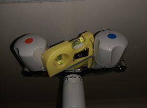 お風呂の 蛇口 水漏れ 修理 | 江別市 水平確認