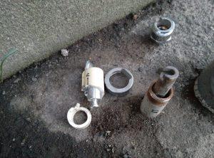 屋外水抜栓 破損 して 水落しできない! 上部レバー解体