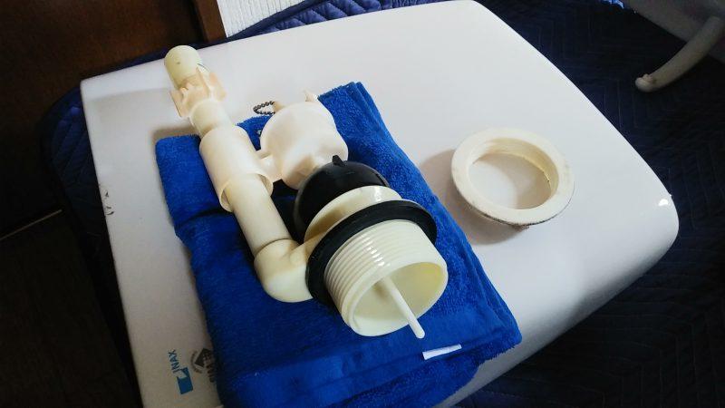 突然 トイレ で 水が 出て すぐ止まる | 江別市 上江別 | タンク内の部品交換修理